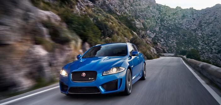Jaguar XFR-S Sportbrake in blau fahrend