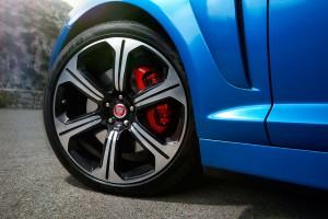 Jaguar_XFR-S_Sportbrake_blau_felge