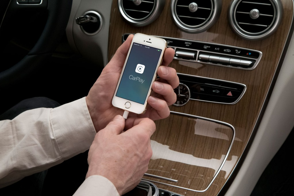 Mercedes-Benz Apple CarPlay iPhone Anschluss