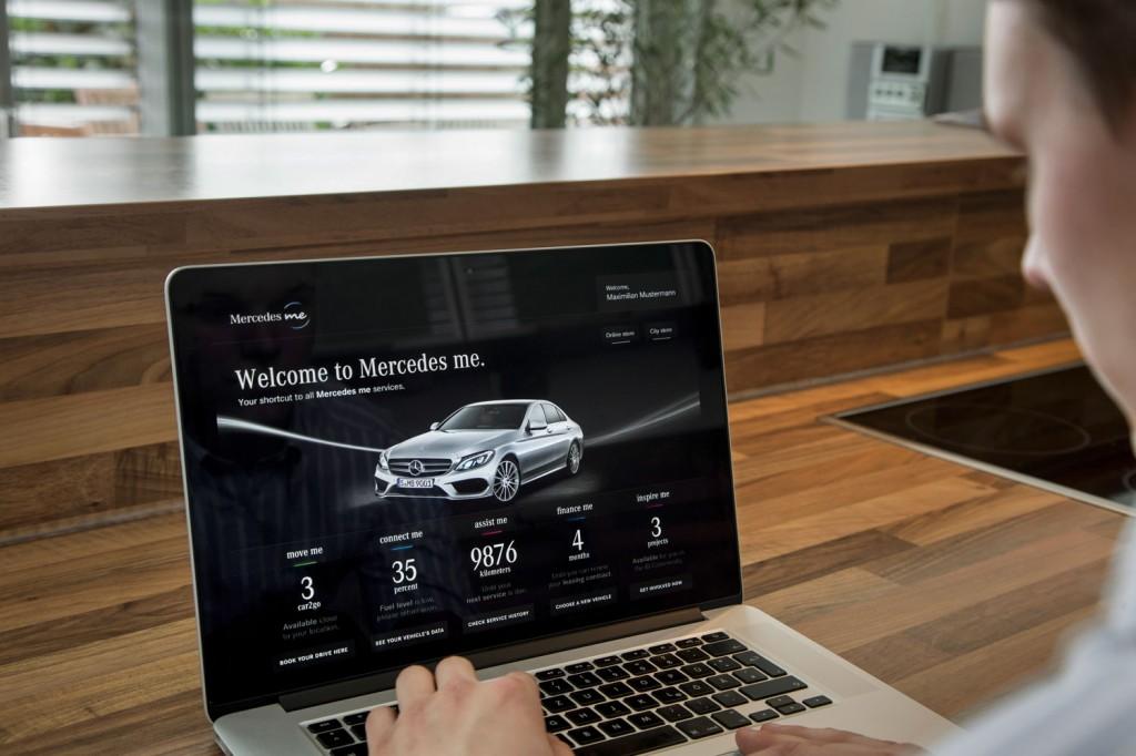 Mercedes-Benz - Mercedes me auf einem Laptop