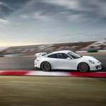Porsche 911 GT3 auf der Rennstrecke von der Seite