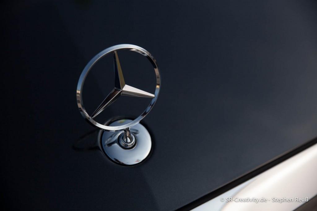 Mercedes-Benz Stern auf der Motorhaube der S-Klasse