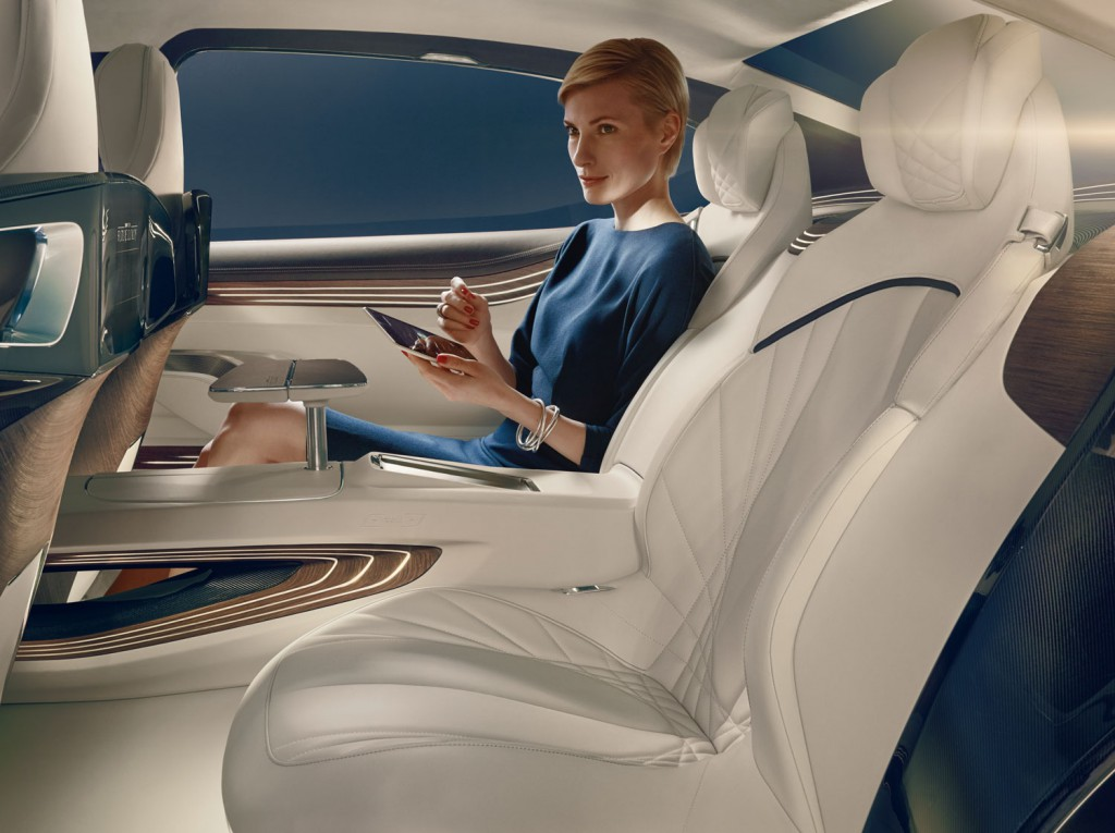 Tablet-Steuerung des Infotaiment-Systems des BMW Vision Future Luxury