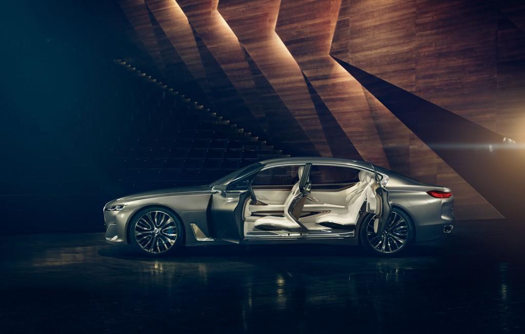 BMW_Vision_Future_Luxury_Seite_Tueren-offen_Exterieur-Interieur