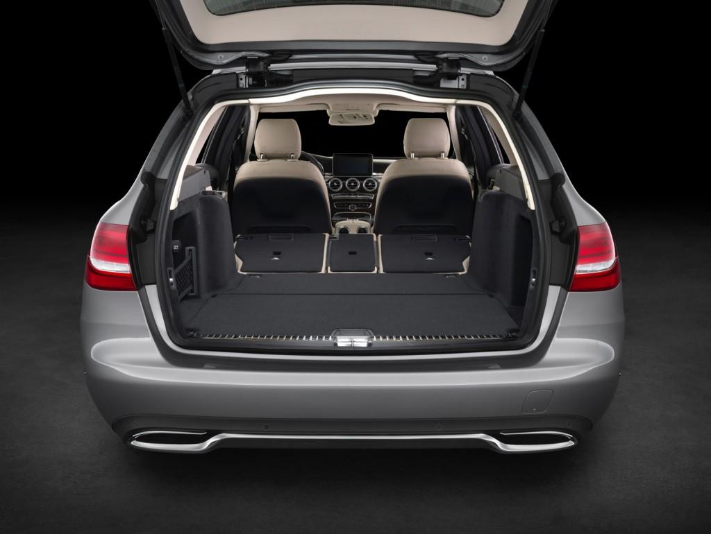 Umgelegte Rücksitzbank in der neuen Mercedes-Benz C-Klasse T-Modell 2015