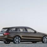 Mercedes-Benz C-Klasse T-Modell 2015 in Braun parkend Seiten und Heck