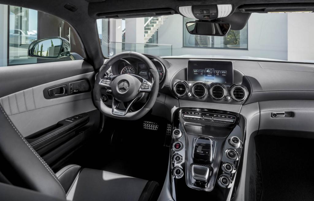 AMercedes-Benz AMG GT Innenraum in schwarz